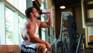 Más proteína durante las dietas bajas en hidratos para conservar el músculo
