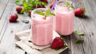 Smoothie de fresas y aguacate